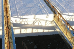 Insulated floor with thermal break concrete beams